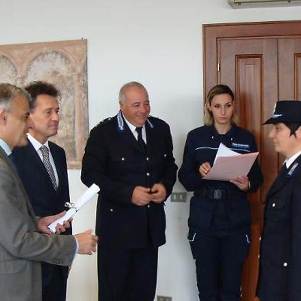 due agenti di polizia datati Mille braccia Guida di incontri